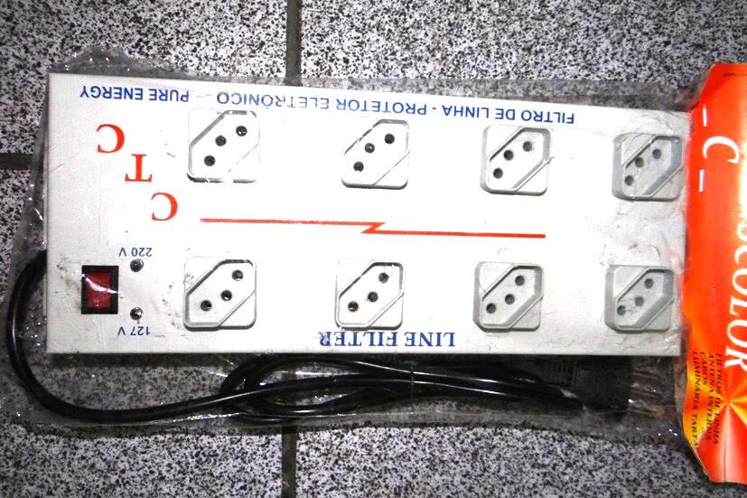 Filtro de Linha   8 Tomadas Metálico Espaçado Quadrado 47.384.8