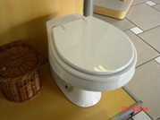 Assento Sanitário Luxo Em Poliester Branco/Gelo Fixação Inox Cromado - F01RAVENA