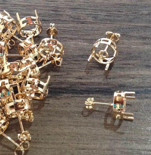 Caixa Brinco Redonda Pedras e Cristais F. a Ouro - Tamanhos Variados - Par - CX_211  - ArtStones