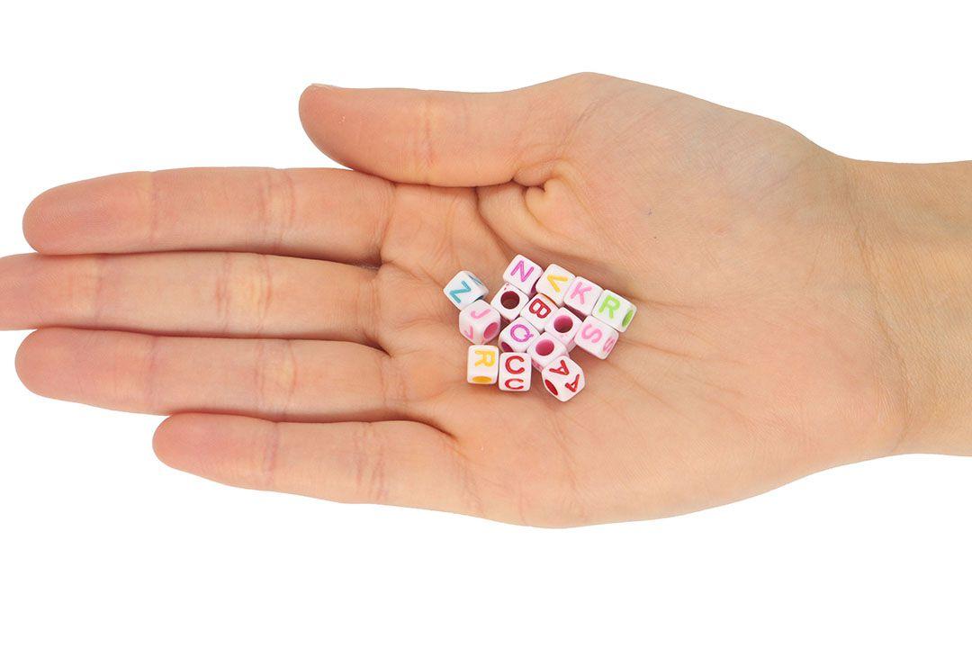 Entremeio Cubo de Acrílico Alfabeto 6mm Cores Variadas - 30grs - OM005  - ArtStones
